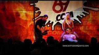 jenny eine Strip-Show in der erotischen Festival
