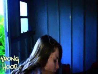 18 Jahre alte weiße Mädchen verloren in der Haube
