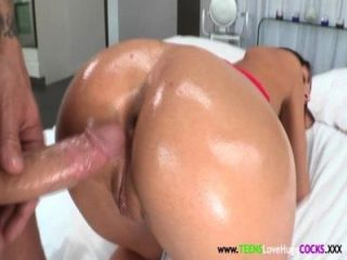 junge vollbusige August ames doggystyled