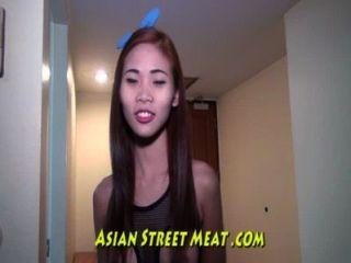 petite asiatische Süße liebt fremde Schwanz