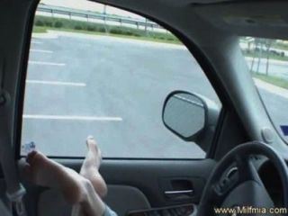 Blowjob macht cum in ihrem Auto