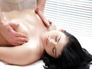 nubile Filme - sinnliche Massage zu geilen Fick dreht