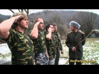 Militär Bukkake Orgie