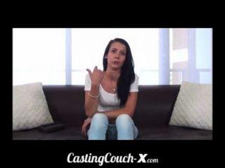 Casting Couch-x Teen Softball Pitcher bereit Schwanz zu fangen