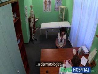 fakehospital Arzt löst Patienten Depression durch Oralsex und Ficken