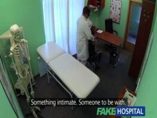 fakehospital Ärzte Hahn Abflüsse sexy Studenten Depressionen während der Beratung