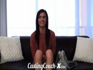 Couch-x schüchternes Mädchen Gießen will auf cam werden gefickt
