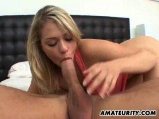 blonde Amateur Freundin genießt einen großen Schwanz
