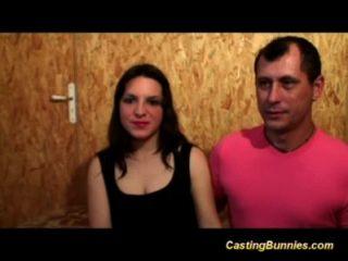 hübsch haarige französisch jugendlich genießt ihre erste anal Casting