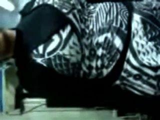 moslemische Dame entfernt ihre Kleidung & wird von hindu Chef gefickt