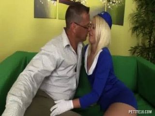 sexy Stewardess wird gefickt