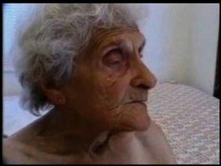sehr alte Oma liebt immer noch gefickt werden