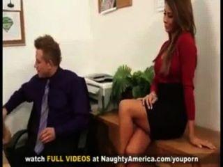 madison ivy vollbusigen Sekretärin wird von ihrem Vorgesetzten großen Schwanz auf Schreibtisch Tittenfick