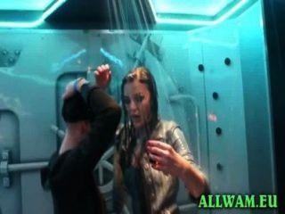 classy Mädchen in verworrene Dusche Tanzparty