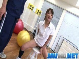 suzu minamoto bekommt ihre Muschi mit Sex-Spielzeug gefickt
