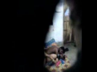 Desi aunty von Nachbarsjungen in Hause gefickt
