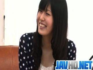 nozomi Streifen nackt und gibt einen asiatischen Blowjob