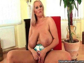 bbw Mama mit riesigen Titten muss weg zu erhalten
