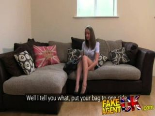 fakeagentuk sexy Beine brit Küken geht auf Porno Casting unerwartete