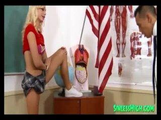 super hot blonde Schülerin gefickt
