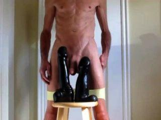 mein Höschen und zwei riesigen Dildos doppelt anal