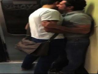 besos en el metro (kein Porno)