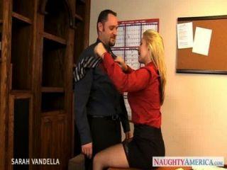 sexy sarah Vandella gibt Oralsex