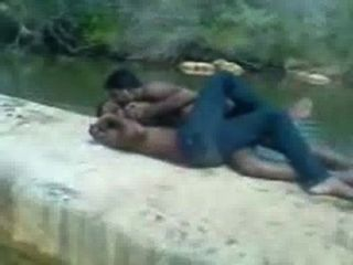 indische Jungen heiß schmusen