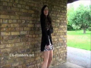 callies öffentliche Nacktheit und Amateur-Babe im Freien mit frechen jungen exhi blinken