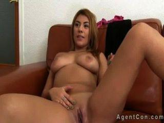 vollbusige Babe mit großen Arsch anal auf Casting gefickt