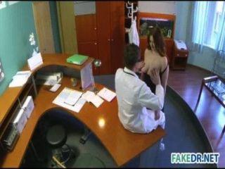 neue assistent fickt mit Arzt
