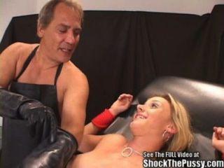 akrobatisch blonde Schlampe ficken Sitzung elektrisiert!