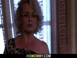 sie wird durch geile Lesben Mama geweckt