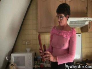 Hahn-hungrige Granny verführt Schwiegersohn