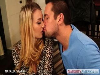 wunderschöne blonde natalia starr gibt Blowjob