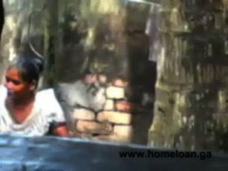 Dorf bangla Mädchen offenes Bad heiß