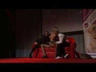 extreme groupsex auf öffentlichen Showbühne