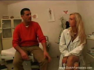 blonde holländischer Arzt fickt ihre Patienten