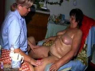 oldnanny Fett Oma, haarige Muschi und junge Mädchen mit großen Titten
