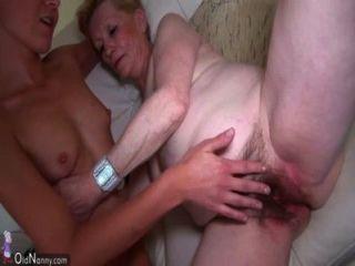 schöne junge Frau und alte Oma masturbierte