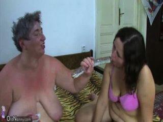 oldnanny alte Fett Oma und Fett Teenager genießt mit Dildo und junger Mann