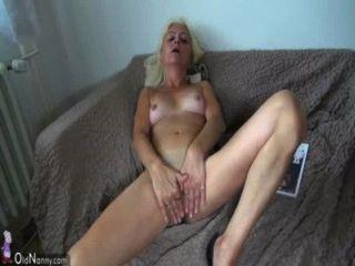 oldnanny alte Dame Muschi lecken von einem hübschen Mädchen