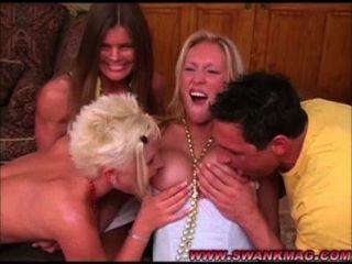hot lesbische Mädchen in groupsex Aktion