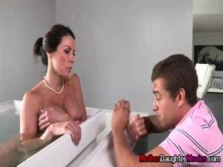 Sohn wird Bespitzelung seiner stief im baththub gesprengt