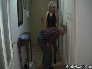 sie wird in 3some von seinen alten Eltern betrogen