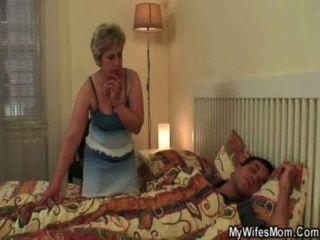 seine Frau findet ihn Mutter-in-law hämmern!