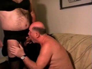 alter Mann mit DWT. Papa trinken Pisse und Sperma