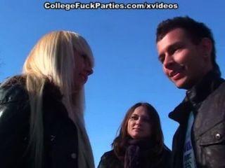 Mädchen in saugen und sexy College fucking auf Schnee Party