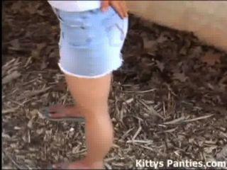 18yo Kitty möchte, dass Sie sie durch den Wasserhahn zu erfüllen