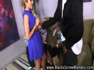 blonde Berater liebt große schwarze Schwänze bekommen